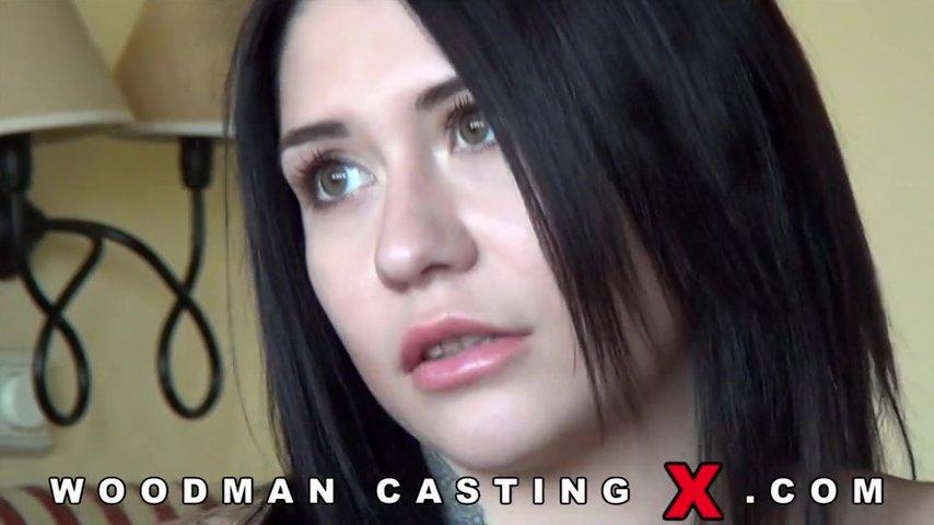 Девушка и очень жёсткий секс на порно кастинге у вудмана