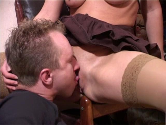 Порно видео насовал в рот