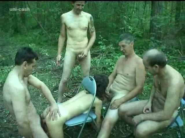 Толпа мужиков ебут двоих эротический ролик