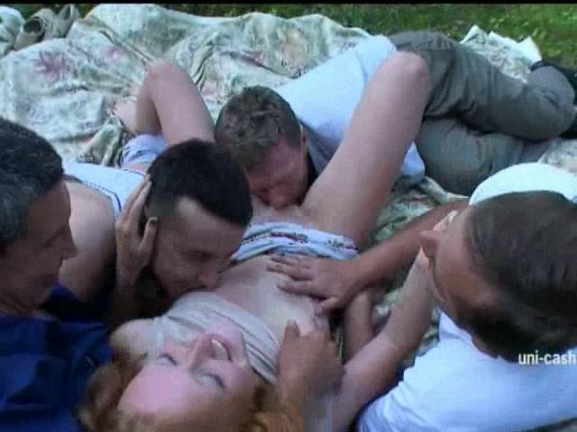 Русский груповой секс на природе