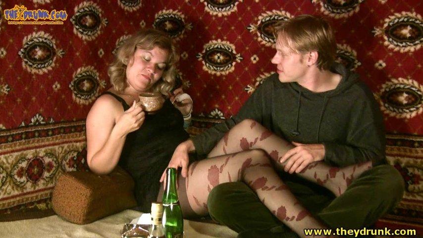 Онлайн деревенский секс, смотреть порно с большими сиськами и волосатыми влагалищами