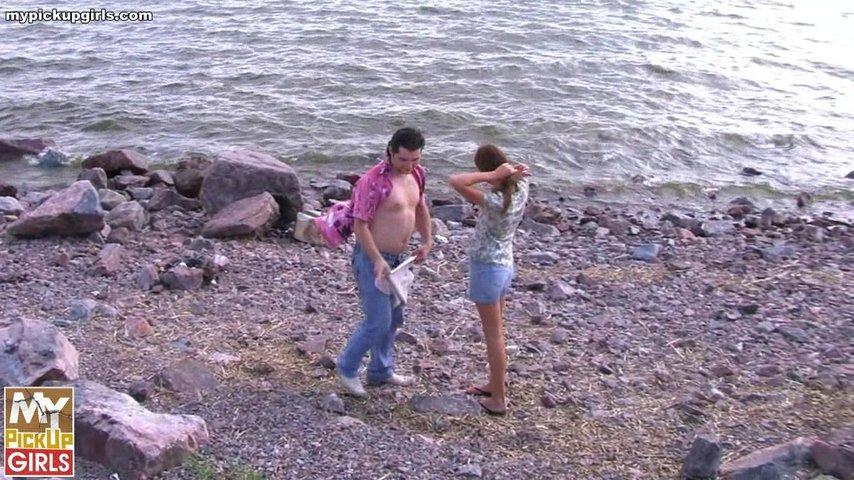 На берегу реки пикап секс