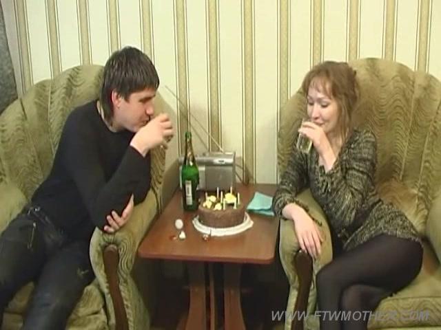 Русское порно женщина и парни