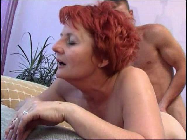 Порно пьяная мама играет в карты с сыном