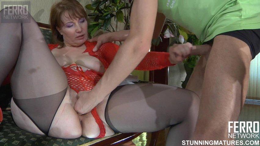 Порно зрелая с молодым ферро