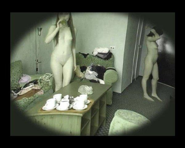Видео в публичном со доме скрытой камерой порно