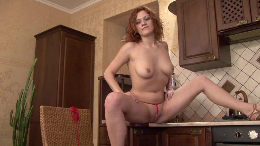 zhenskiy-striptiz-nagolo-video