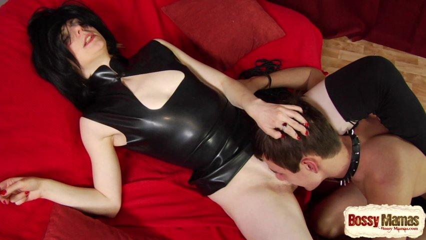 Госпожа трахает своего раба страпоном и бьет хлыстом — photo 13
