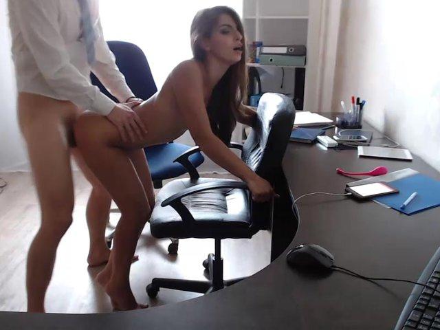 Порно парней в офисе