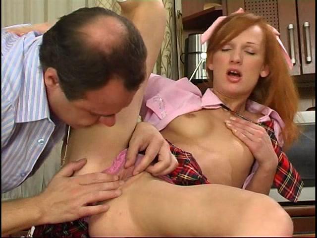 galerei-spyashih-shiroko-rasstaviv-nogi-russkaya-zhenshina-otdalas-onlayn-porno-strip-video