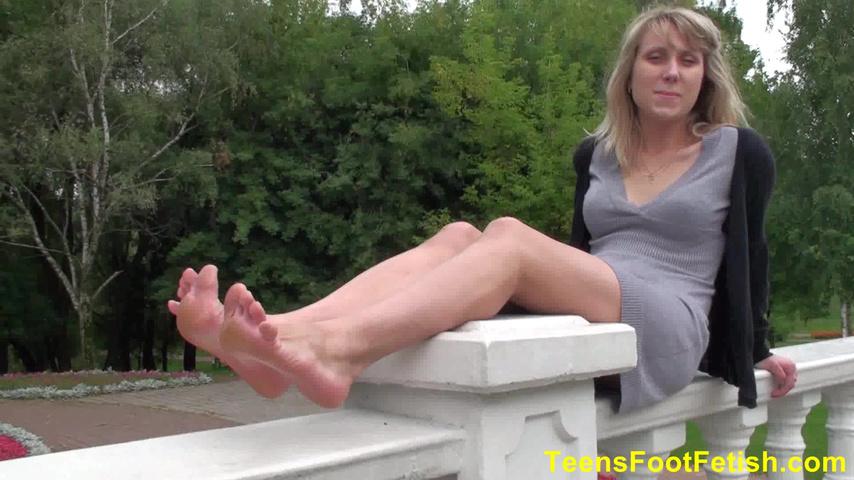 Подрочил на босые ноги, обнаженные девушки из контакта фото