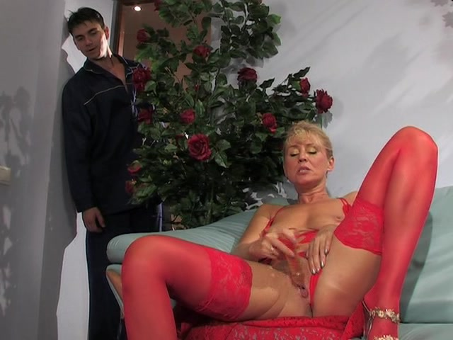 Массаж секс с хозяйкой на дому видео парня