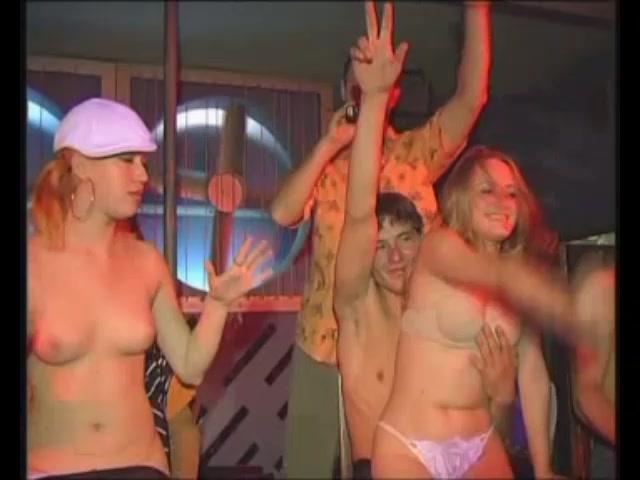Киски загорелых эротический конкурсы в клубах видео толстую волосатой пиздой