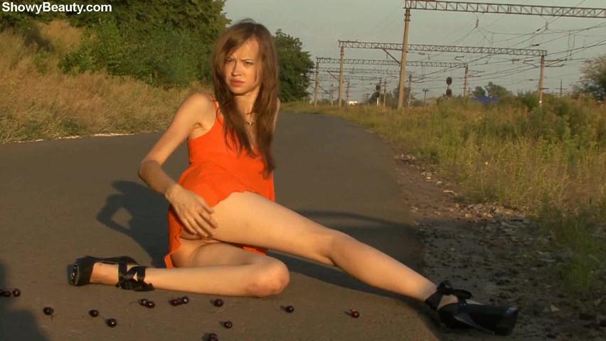 video-devushka-razdevaetsya-v-dushe-smotret-porno-narezki-izvrasheniy