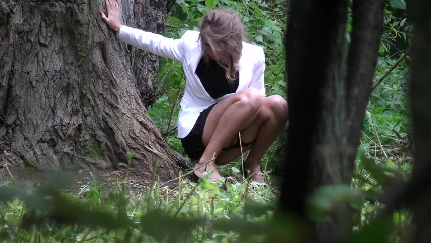 Раком тёлку за деревом