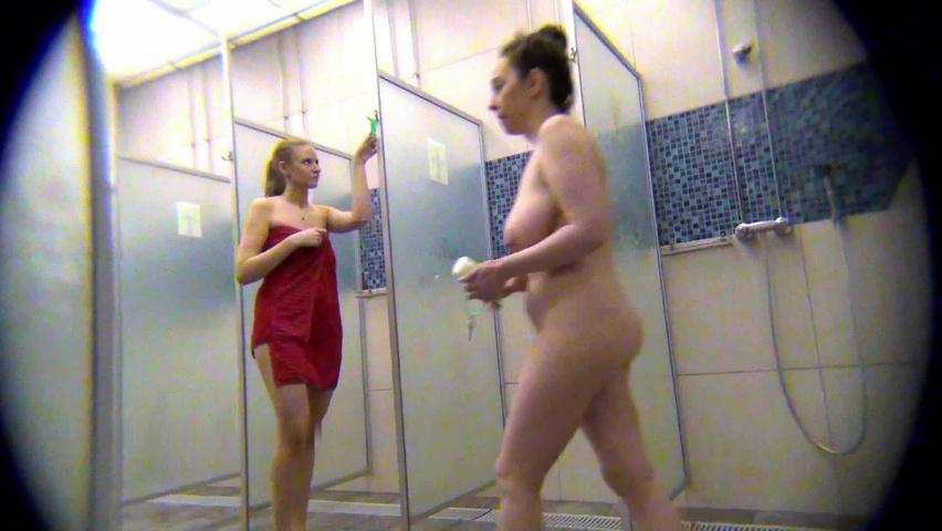 Скрытая камера баня душ