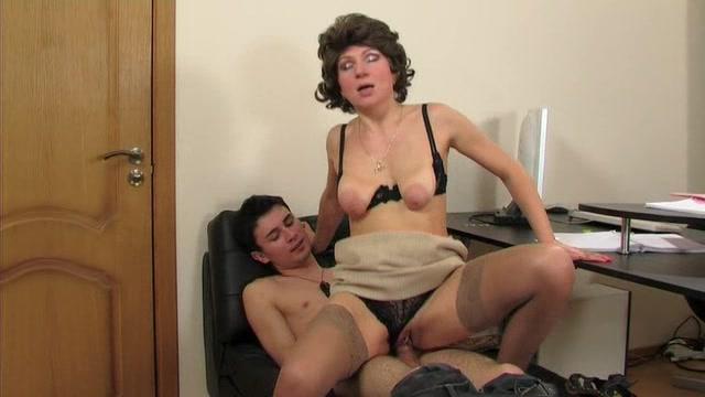Секс в кабинете директрисы по русский видео