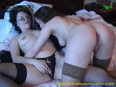 Лесбиянки решили поиграться — photo 5