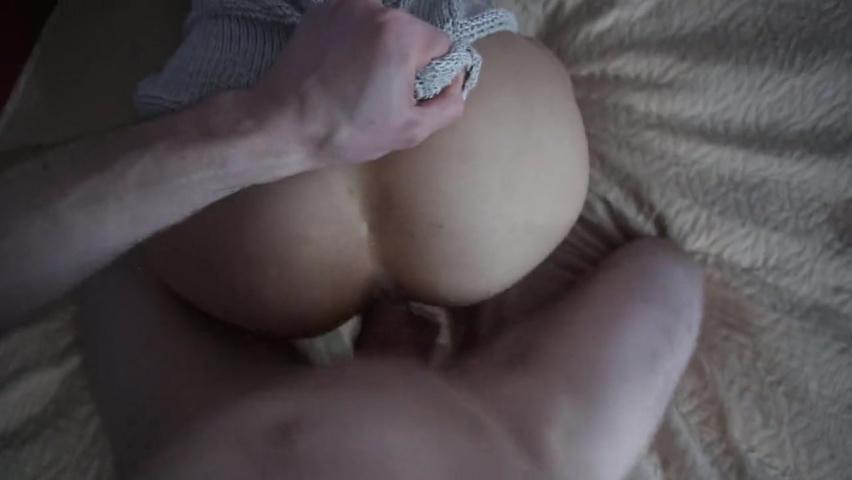 Мужчина пальчиками удовлетворил свою партнершу, кончают бабы туалете скрити камера