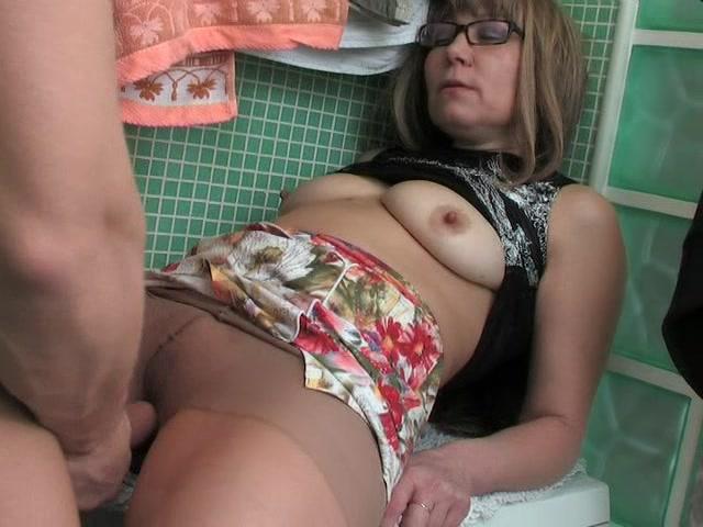 Зрелые в очках порно онлайн