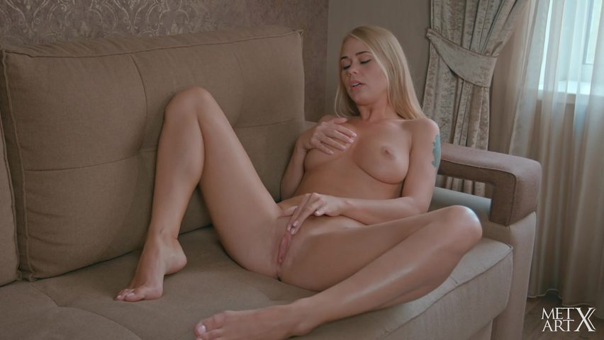 Порно онлайн пьяная блондинка