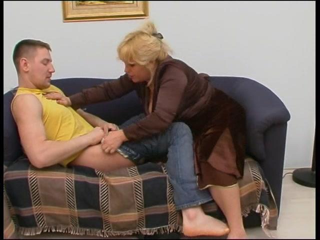 Порно видео мама застукала сына
