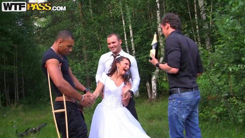Порно лес невесты