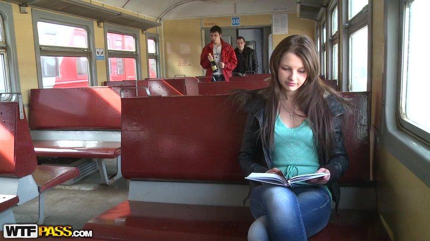 Развели на секс в поезде видео