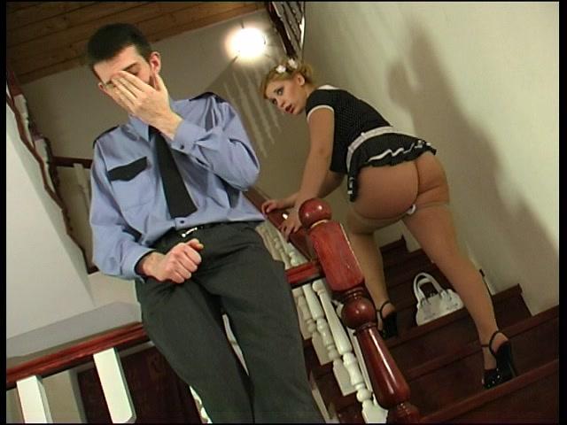 Секс блондинка с охранником