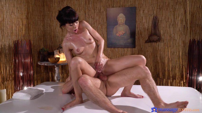 Массажистка оттрахала порно онлайн