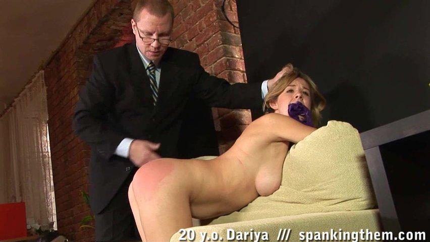 Смотреть порно секретарша пришла к начальнику колонии