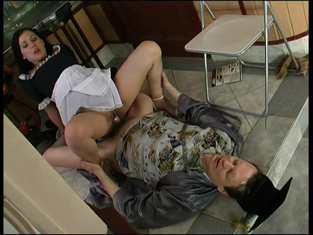 Порно онлайн в каридоре
