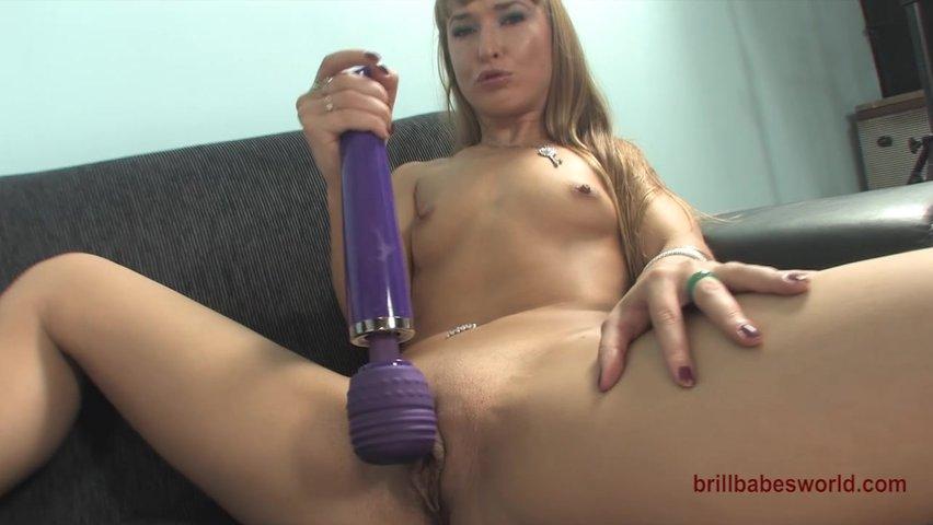Порно самые большие губы и клитор у блондинок