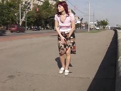 Порно скрытой камерой женщины писиют за гаражами и астановками