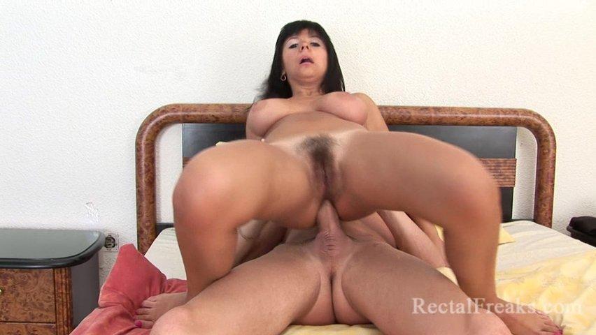 shlyuha-porno-s-krasivimi-bryunetkami-anal