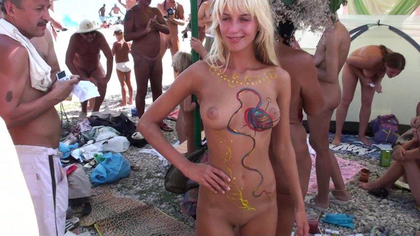 Порно позирование на пляже видео