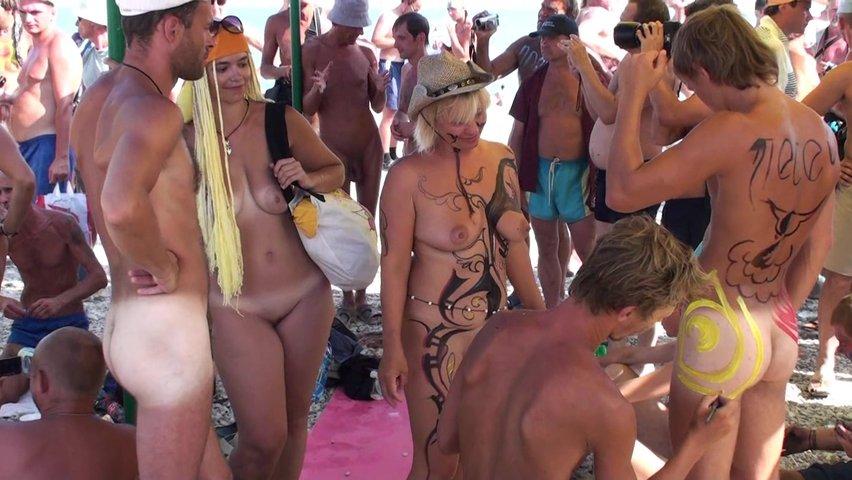 Порн о нудистов на пляже крыма